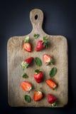 Κόκκινες φράουλες στις διαφορετικές θέσεις Στοκ εικόνες με δικαίωμα ελεύθερης χρήσης