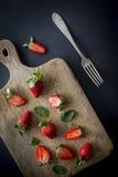 Κόκκινες φράουλες στις διαφορετικές θέσεις Στοκ Φωτογραφία