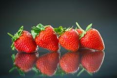 κόκκινες ώριμες φράουλες στοκ φωτογραφία