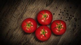Κόκκινες, juicy ντομάτες Στοκ φωτογραφίες με δικαίωμα ελεύθερης χρήσης