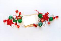 Κόκκινη άσπρη επιστολή παιχνιδιών διακοπών εμβλημάτων Χριστουγέννων Στοκ Φωτογραφίες