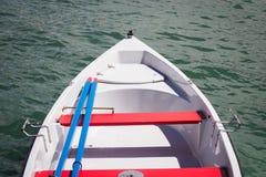 Κόκκινη άσπρη και μπλε βάρκα Στοκ φωτογραφίες με δικαίωμα ελεύθερης χρήσης