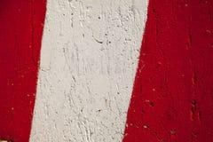 Κόκκινη άσπρη στάση πάρκων λωρίδων που χαρακτηρίζει το αφηρημένο προειδοποιητικό σημάδι Στοκ φωτογραφία με δικαίωμα ελεύθερης χρήσης