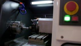 Κόκκινη έναρξη κουμπιών αυτόματου για την επεξεργασία μηχανών του μετάλλου, βιομηχανικό υπόβαθρο φιλμ μικρού μήκους