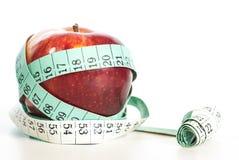 Κόκκινη έννοια μήλων fitnes με το εκατοστόμετρο Στοκ Εικόνες