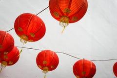 Κόκκινη ένωση φαναριών σε έναν τοίχο στοκ εικόνες με δικαίωμα ελεύθερης χρήσης