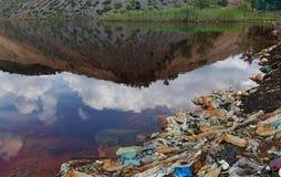 Κόκκινη λίμνη Στοκ φωτογραφίες με δικαίωμα ελεύθερης χρήσης