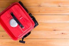 Κόκκινη βενζινοκίνητη γεννήτρια που αντιμετωπίζεται άνωθεν στοκ εικόνες με δικαίωμα ελεύθερης χρήσης
