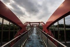 Κόκκινη γέφυρα για πεζούς Στοκ φωτογραφίες με δικαίωμα ελεύθερης χρήσης