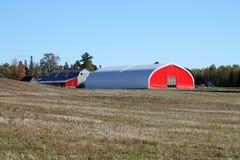 Κόκκινη γεωργική σιταποθήκη Στοκ εικόνες με δικαίωμα ελεύθερης χρήσης