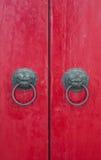 Κόκκινη εκλεκτής ποιότητας πόρτα Στοκ φωτογραφία με δικαίωμα ελεύθερης χρήσης