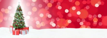Κόκκινη διακόσμηση copyspace γ χιονιού εμβλημάτων υποβάθρου χριστουγεννιάτικων δέντρων Στοκ Φωτογραφίες