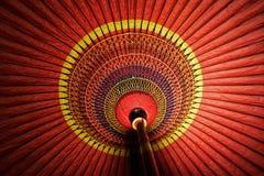 Κόκκινη ιαπωνική παραδοσιακή ομπρέλα Στοκ εικόνες με δικαίωμα ελεύθερης χρήσης
