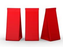 Κόκκινη διπλωμένη τσάντα εγγράφου με το ψαλίδισμα της πορείας Στοκ Εικόνα
