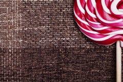 Κόκκινη και άσπρη μεγάλη σπείρα lollipop Στοκ φωτογραφία με δικαίωμα ελεύθερης χρήσης