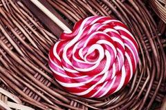 Κόκκινη και άσπρη μεγάλη σπείρα lollipop Στοκ εικόνα με δικαίωμα ελεύθερης χρήσης