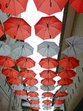 Κόκκινη και άσπρη ομπρέλα Στοκ φωτογραφία με δικαίωμα ελεύθερης χρήσης