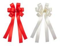 Κόκκινη και άσπρη στιλπνή κορδέλλα ιστορίας τόξων, Χριστούγεννα, ανταμοιβή, βραβείο, στοκ εικόνα με δικαίωμα ελεύθερης χρήσης