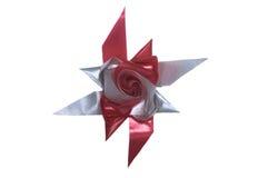 Κόκκινη και ασημένια φανταχτερή κορδέλλα μορφής λουλουδιών Στοκ εικόνες με δικαίωμα ελεύθερης χρήσης