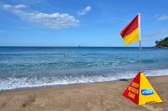 Κόκκινη και κίτρινη σημαία στοκ εικόνα