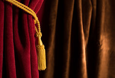 Κόκκινη και καφετιά κουρτίνα θεάτρων Στοκ εικόνα με δικαίωμα ελεύθερης χρήσης