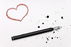 Κόκκινη καρδιά, πέννα μελανιού και spatter Στοκ εικόνες με δικαίωμα ελεύθερης χρήσης