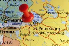 Κόκκινη καρφίτσα σε Sankt Πετρούπολη, Ρωσία Στοκ φωτογραφία με δικαίωμα ελεύθερης χρήσης