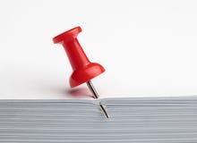 Κόκκινη καρφίτσα σχεδίων Στοκ φωτογραφία με δικαίωμα ελεύθερης χρήσης