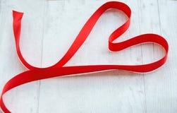 Κόκκινη καρδιά κορδελλών στοκ φωτογραφία