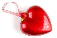 Κόκκινη καρδιά με μια κορδέλλα για την ένωση που απομονώνεται στο άσπρο υπόβαθρο Στοκ φωτογραφία με δικαίωμα ελεύθερης χρήσης