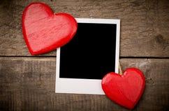 Κόκκινη καρδιά με την παλαιά φωτογραφία στοκ φωτογραφίες με δικαίωμα ελεύθερης χρήσης