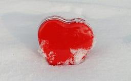 Κόκκινη καρδιά το χειμώνα Στοκ Εικόνα