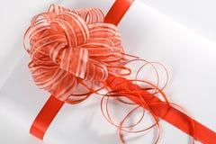 κόκκινη κορδέλλα δώρων Στοκ Φωτογραφία