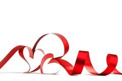κόκκινη κορδέλλα καρδιών & Στοκ Εικόνα