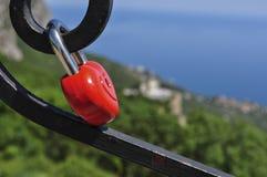 Κόκκινη κλειδαριά σιδήρου Στοκ εικόνα με δικαίωμα ελεύθερης χρήσης