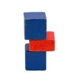 Κόκκινη μπλε στάση κούτσουρων παιχνιδιών χρώματος που απομονώνεται στο λευκό Στοκ εικόνες με δικαίωμα ελεύθερης χρήσης
