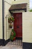 Κόκκινη μπροστινή πόρτα Στοκ φωτογραφία με δικαίωμα ελεύθερης χρήσης