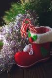 Κόκκινη μπότα Χριστουγέννων - διακόσμηση για τη ημέρα των Χριστουγέννων Στοκ Φωτογραφία