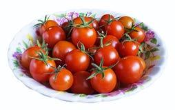 Κόκκινη ντομάτα στο πιάτο Στοκ εικόνες με δικαίωμα ελεύθερης χρήσης