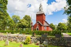 Κόκκινη ξύλινη εκκλησία στοκ εικόνα με δικαίωμα ελεύθερης χρήσης