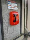 Κόκκινη οδός telephon στο δημόσιο κιβώτιο κλήσης στοκ φωτογραφίες