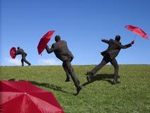 κόκκινη ομπρέλα ατόμων Στοκ φωτογραφία με δικαίωμα ελεύθερης χρήσης