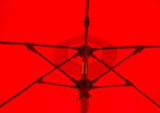 Κόκκινη ομπρέλα Στοκ φωτογραφίες με δικαίωμα ελεύθερης χρήσης