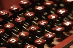 Κόκκινη παλαιά αναδρομική εκλεκτής ποιότητας παλαιά γραφομηχανή Στοκ Φωτογραφία