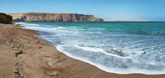 Κόκκινη παραλία άμμου της εθνικής επιφύλαξης Paracas στο Περού Στοκ Εικόνες