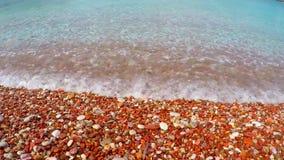 Κόκκινη παραλία χαλικιών απόθεμα βίντεο