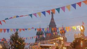 Κόκκινη πλατεία που διακοσμείται για το νέο εορτασμό έτους και Χριστουγέννων φιλμ μικρού μήκους