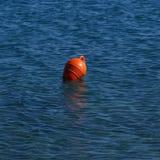 Κόκκινη πρόσδεση βαρκών από την παραλία Kos Psalidiou στοκ εικόνα με δικαίωμα ελεύθερης χρήσης