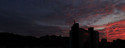 Κόκκινη πυράκτωση ηλιοβασιλέματος Στοκ φωτογραφία με δικαίωμα ελεύθερης χρήσης