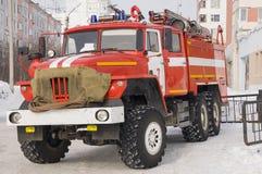 Κόκκινη πυροσβεστική αντλία έτοιμη για τη διάσωση Στοκ φωτογραφία με δικαίωμα ελεύθερης χρήσης